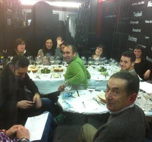 aficionados  la cata de vinos y cerveza artesanas
