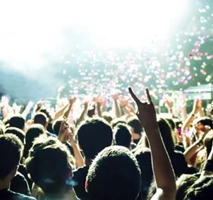 Ir a festivales y concierto de indie, rock , rap.