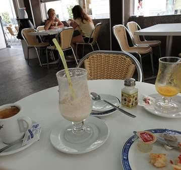 CHARLA: CAFÉ EN HELADERÍA LOS ITALIANOS CALLE A...