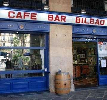 QUEDADA: CAFE Y RABAS O CALAMARES  EN LA  PLAZA...