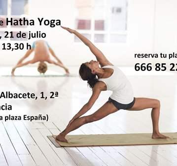 CLASE DE HATHA YOGA