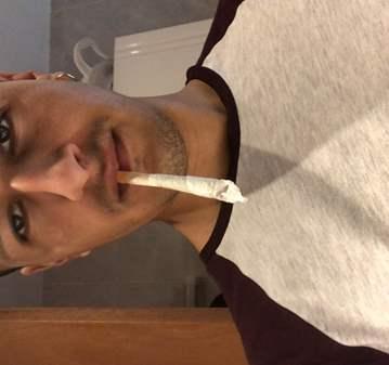 QUEDADA: FUMAR PORROS