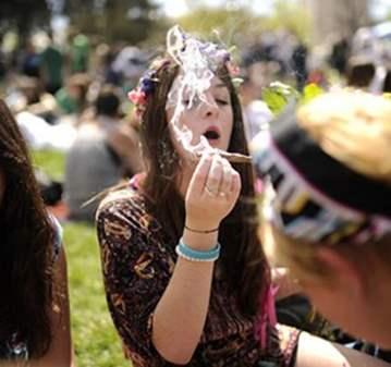 QUEDADA: SMOKE WEED