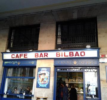 QUEDADA: BILBAO.DOMINGOS.CAFE Y RABAS EN LA PLAZA NUEVA