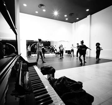 QUEDADA: SINGLES CONSCIENTES: CENA Y  PIANO JAZZ EN VIVO