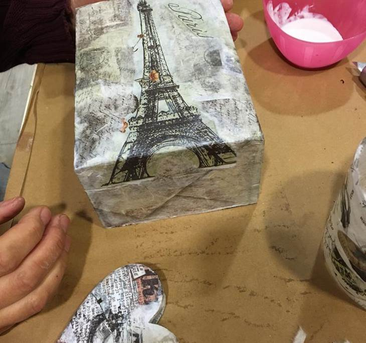 Taller decoupage sobre diferentes materiales uolala - Materiales para hacer decoupage ...