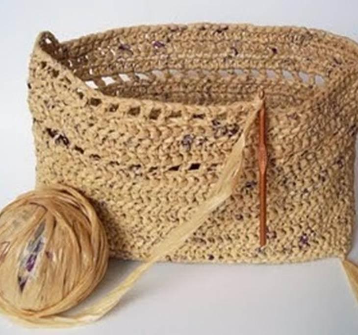 Cesto o bolso de rafia uolala for Manualidades de ganchillo bolsos