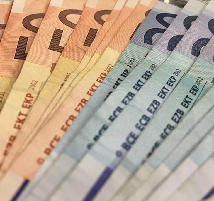 El dinero, la seguridad y las posesiones. - pic0