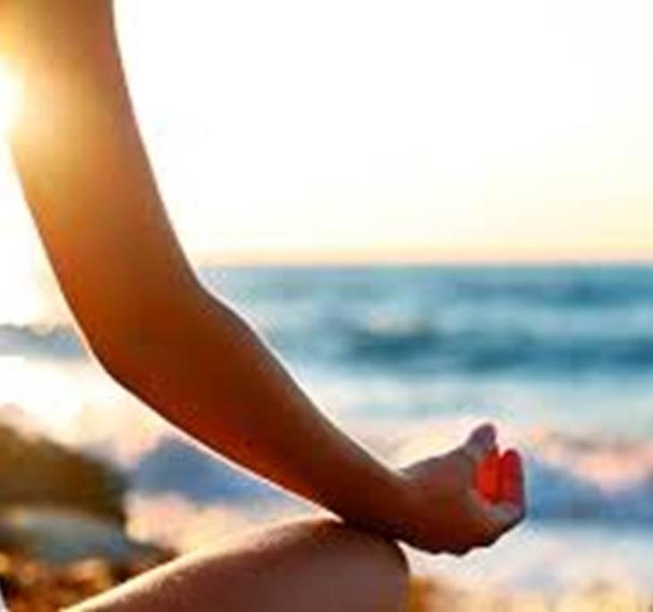 yoga en la playa - pic0