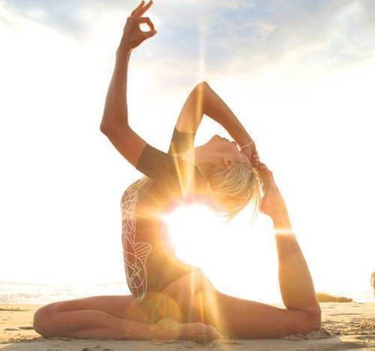 yoga en la playa - pic2
